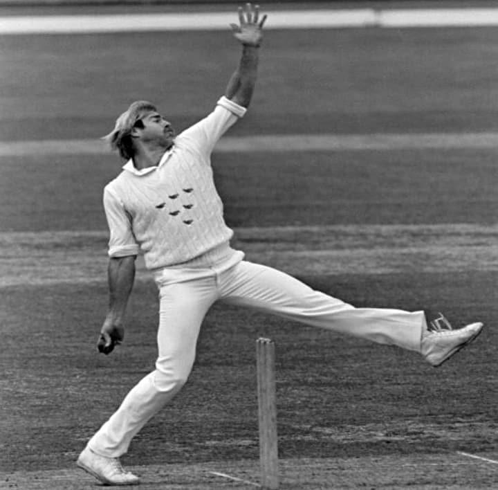 Hip dominant bowler